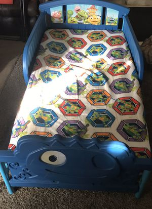 Toddler bed with mattress for Sale in Lakewood, CO