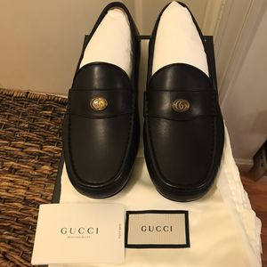 NEW GUCCI BLACK LEATHER LOAFER WITH METAL LOGO Sz 7.5 Mens for Sale in Boston, MA