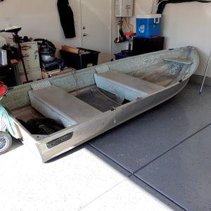 12 and half foot aluminum fishing boat for Sale in Lake Elsinore, CA