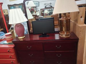 Dresser with mirror for Sale in Chicago, IL