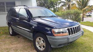 Jeep Grand Cherokee Laredo for Sale in Miami, FL