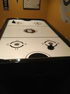 Air Hockey Game Table for Sale in White Plains, MD