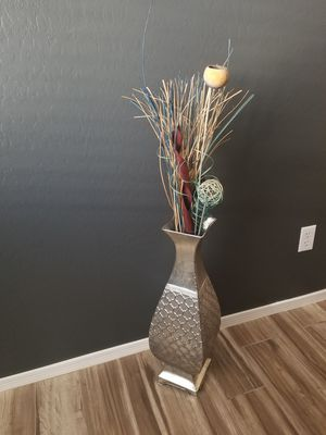 Vase with Flower decor for Sale in Youngtown, AZ