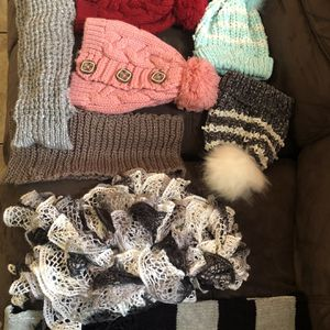Free Bennies And Scarfs for Sale in Riverbank, CA