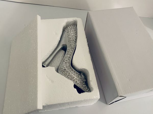 Ring holder shoe rhinestones all over it. New in box.
