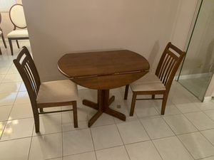 Extendable kitchen table with chairs for Sale in Delray Beach, FL