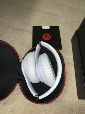 White and Gold Beats Studio 3's Woreless for Sale in Annandale, VA