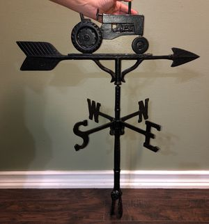 32 inch tall metal Tractor Weathervane for Sale in Buckley, WA