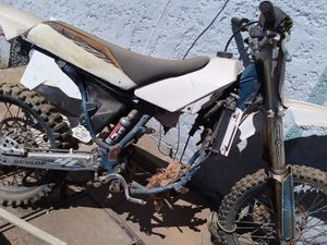 Yz 125 frame had a 250 engine in it. Needs new engine. for Sale in Hemet, CA