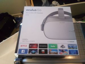 Oculus Go VR AR Virtual Reality Headset LIKE NEW WITH BOX AND ALL PARTS for Sale in Chesterfield, MO