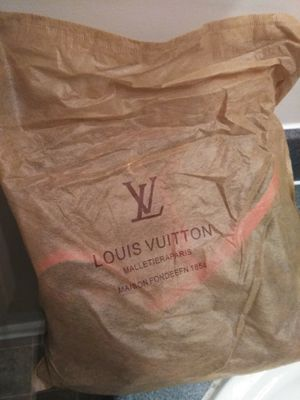 BRAND NEW LV BAG STILL IN BAG (never used) Paid $500 asking $350 OBO only willing to meet in Riverdale area!! for Sale in College Park, GA