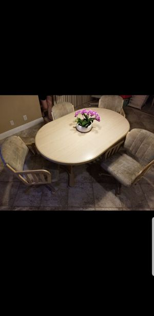 Kitchen Dinette Table w/ chairs on wheels for Sale in Fort Lauderdale, FL