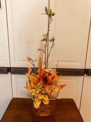 Fake plant with glass design vase for Sale in Tarpon Springs, FL