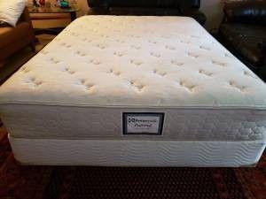 Clean Queen Posturepedic mattress for Sale in Kent, WA