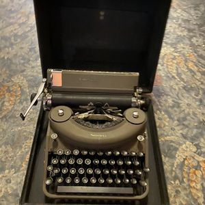 Antique Underwood Desktop Typewriter Working for Sale in Philadelphia, PA