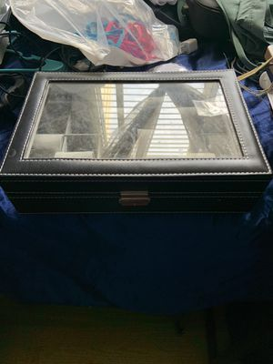 Watch box with 12 slots case with lock and key for Sale in San Francisco, CA