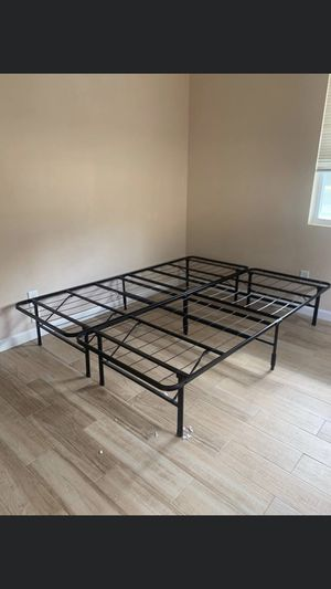 King size foldable bed frame for Sale in Lutz, FL