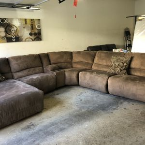 Large sectional reclining and chase pet free and smoke free for Sale in Smyrna, GA
