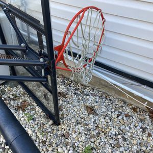 Free standing weighted basketball net /hoop/stand for Sale in Medford, NY