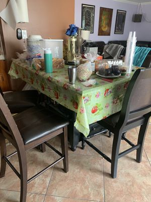 Beautiful dining table with 6 chairs for Sale in Los Angeles, CA