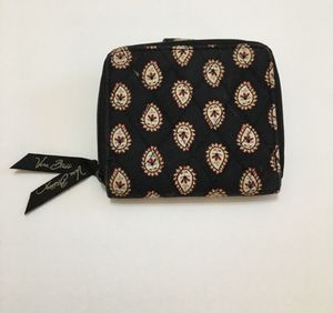 Small Vera Bradley Zippered Wallet for Sale in Niceville, FL