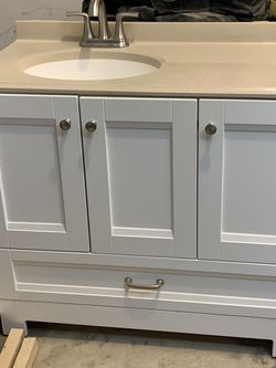 Vanity with Mirror for Sale in Pickerington,  OH