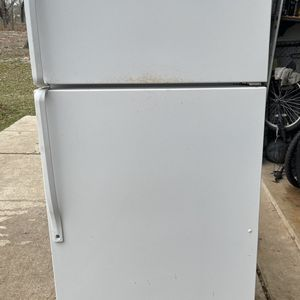 Whirlpool Refrigerator - Works Great for Sale in Adkins, TX
