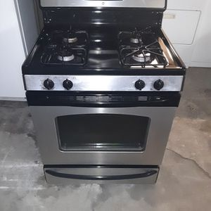 Stove gas Frigidaire Good Condition 3 Months warranty Delivery And Install for Sale in San Leandro, CA