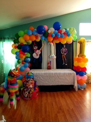 draping, balloon garland, main table backdrop for Sale in San Clemente, CA