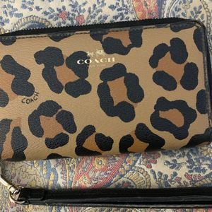 Coach Zip Around Wallet for Sale in Virginia Beach, VA