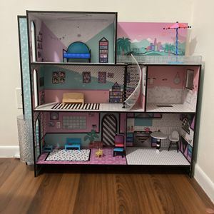 L.O.L. Surprise Real Wood Toy House for Sale in Miami, FL