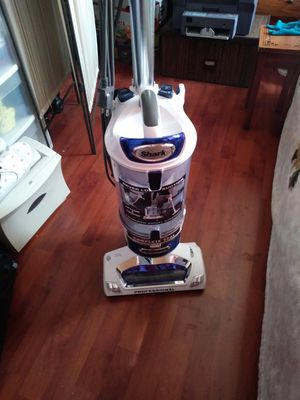 SHARK VACUUM. for Sale in Pomona, CA