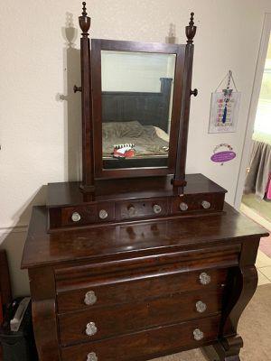 Dresser with mirror for Sale in Phoenix, AZ