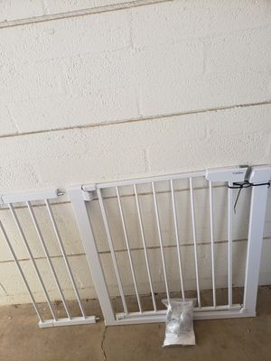 """Euc- Cumbor 43.3"""" Auto Close Safety Baby Gate, Extra Tall and Wide Child Gate for Sale in Phoenix, AZ"""