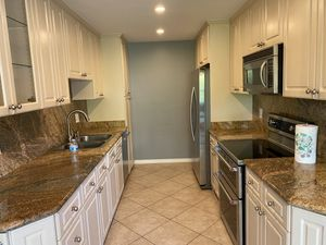 2 year old kitchen cabinets for Sale in Beverly Hills, CA