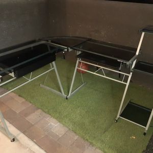 Corner Desk for Sale in Chandler, AZ