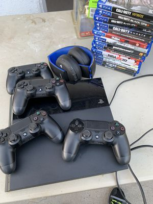 PlayStation 4 with games, headphones, 4 controllers for Sale in Glendale, CA