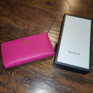 Authentic Gucci Zip Around Wallet for Sale in San Diego, CA