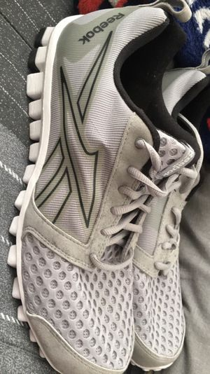Reebok running shoes size 9 for Sale in Austin, TX