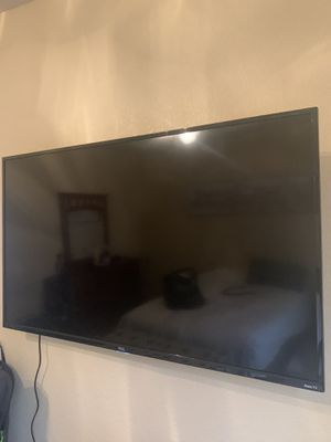 "TCL 50"" Smart TV with Sanos Advanced Tilt Mount for Sale in Colorado Springs, CO"