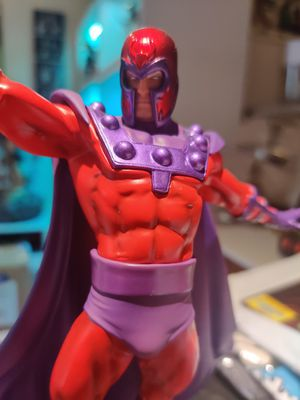 Magneto Xmen Iron Studios Statue collectable for Sale in Hollywood, FL