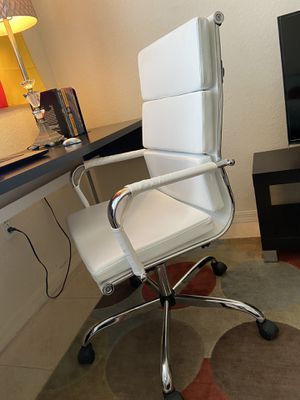 White Executive Chair for Sale in Orlando, FL