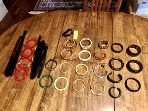 Large lot of vintage 29 bracelets: plastic (celluloid? lucite?) red cream black browns for Sale in Puyallup, WA