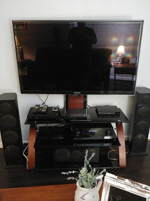 55 inch tv and surround sound for Sale in Gig Harbor, WA