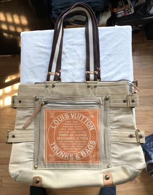 Louis Vuitton Globe Trunks & Bags lrg Tote Bag: Limited Edition for Sale in Covina, CA