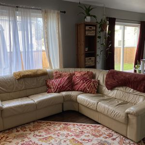 Leather Couch for Sale in Puyallup, WA