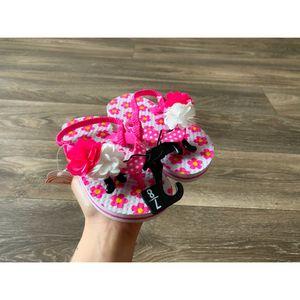 Floral flip flops NEW for Sale in Clarksville, TN