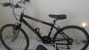 Trek navigator mountain byke in exellent condition like brand new , very little use for Sale in Hialeah, FL