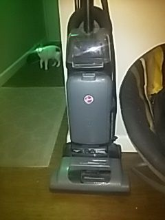 Hoover vacuum cleaner for Sale in Obetz, OH