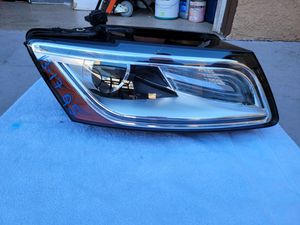 Audi Q5 2013 2014 2015 2016 2017 right headlight led xenon for Sale in Lawndale, CA